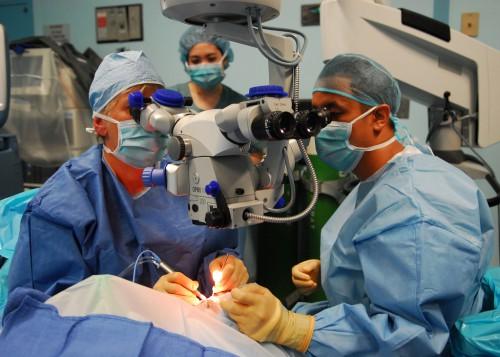 Операция с микроскопом