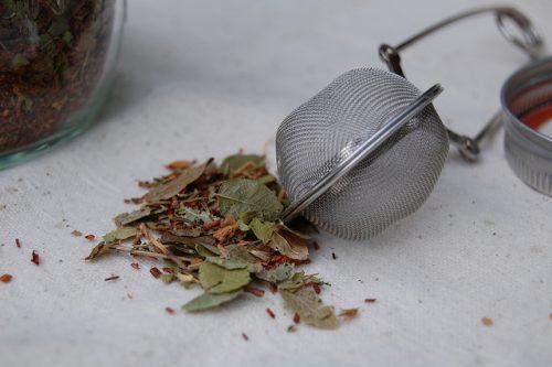 Травы при климаксе: как пить при приливах, лечение