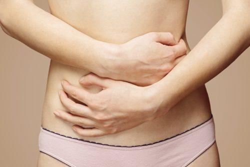 Тянет низ живота после месячних: причини боли, когда обращаться к врачу