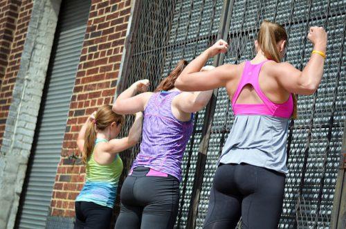 Женщины тренируются