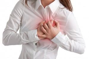 Первый тревожный симптом - боль при нажатии на сосок