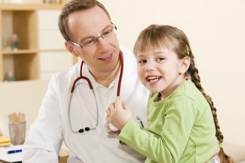Девочка в кабинете врача