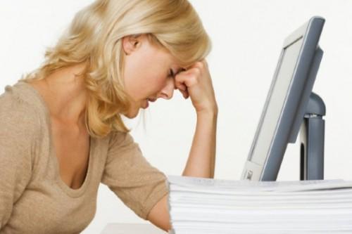Женщина перед компьютером