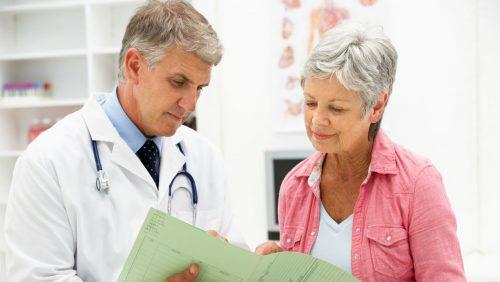 Женщина при климаксе у доктора