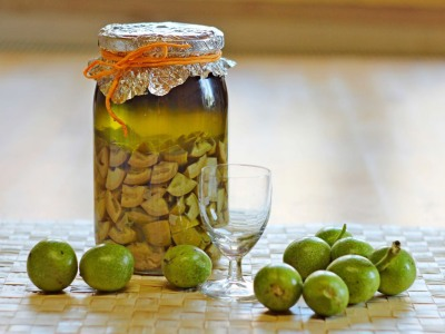 Настойка зеленых грецких орехов