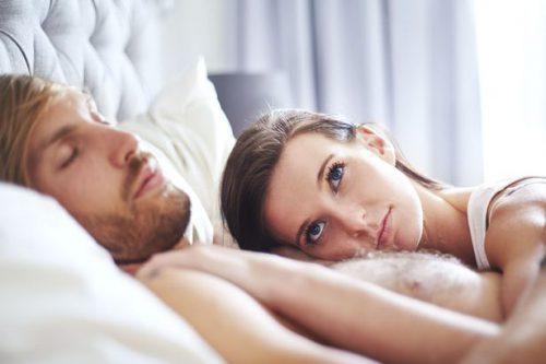 Мужчина и женщина в кровати
